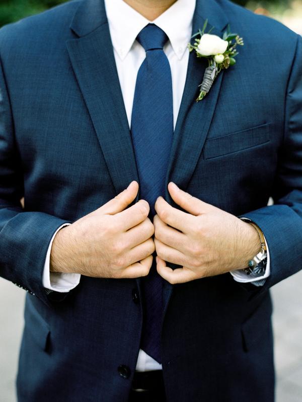 traje navy corbata fistol jardín casual