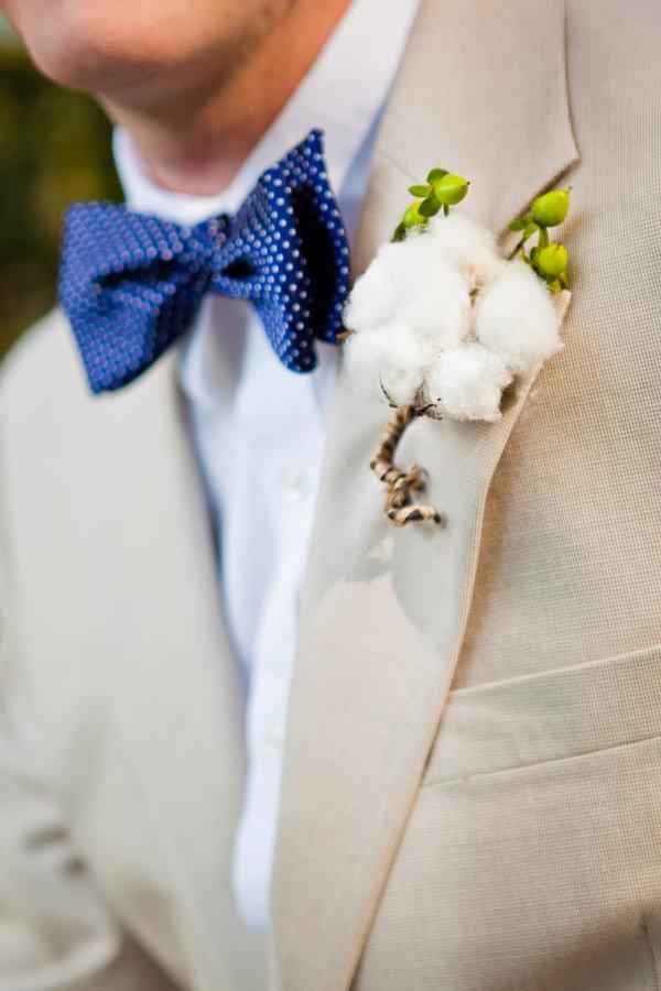 traje de novio beige moño casual fistol