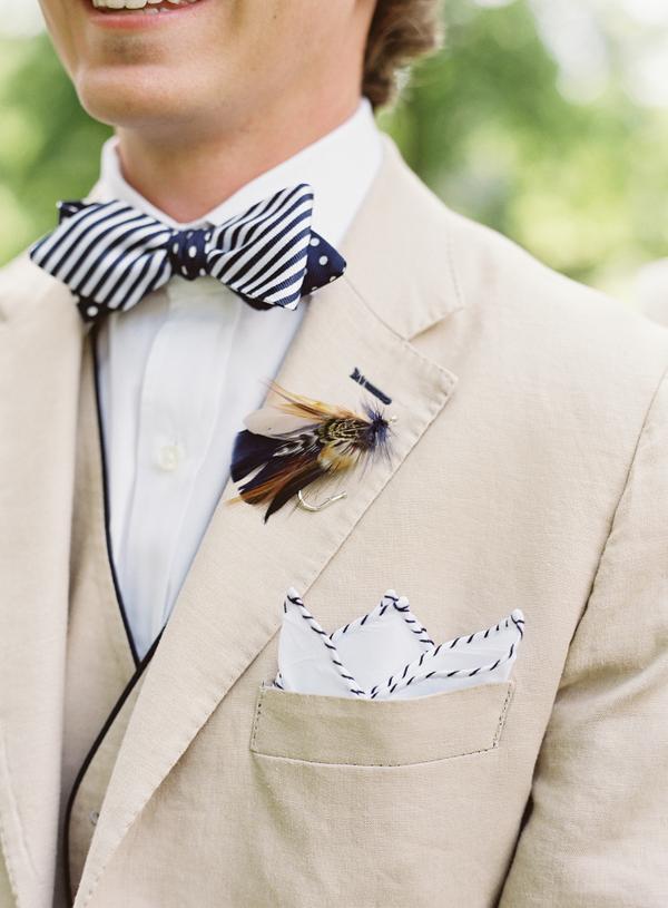 traje beige moño fistol casual pañuelo jardín