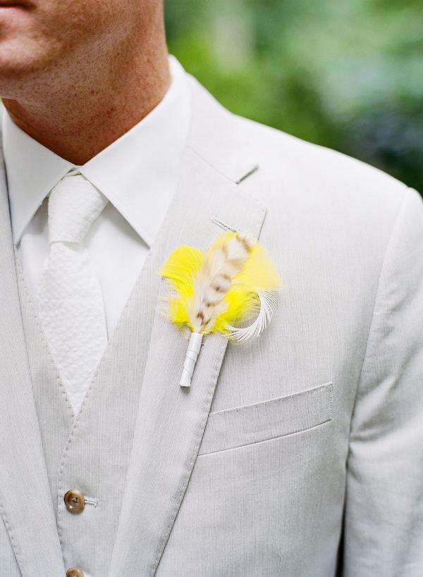 traje de novio blanco corbata casual fistol