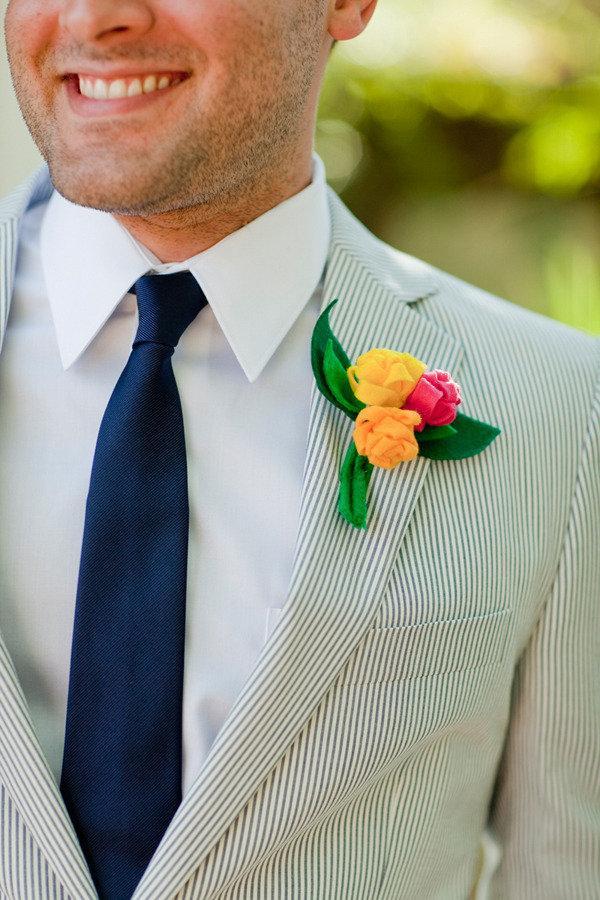 traje de novio blanco rayas fistol corbata casual