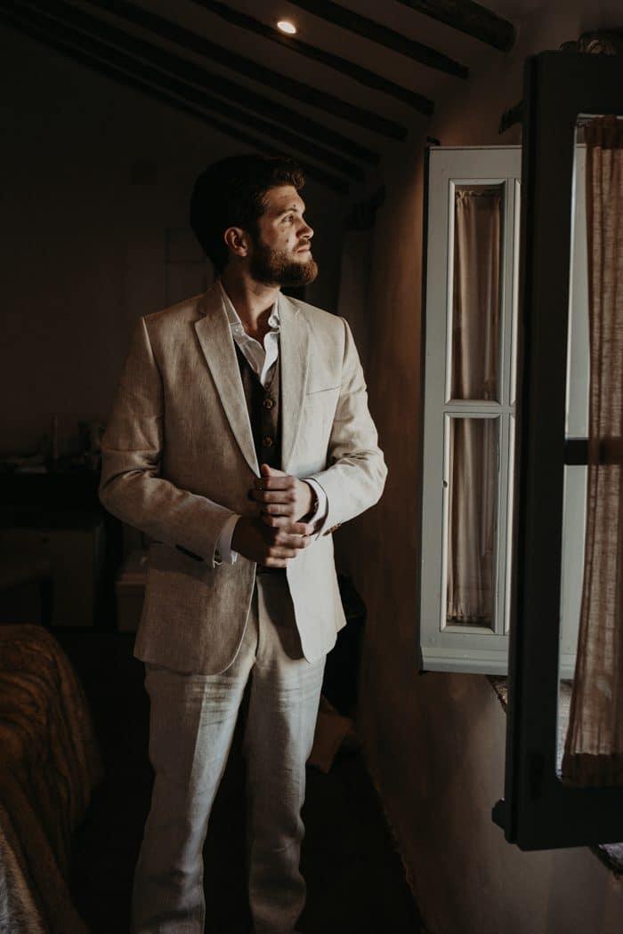 Traje de novio blanco casual chaleco lino