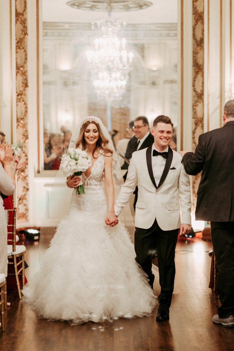 Traje de novio blanco salón novia formal moño smoking zapatos
