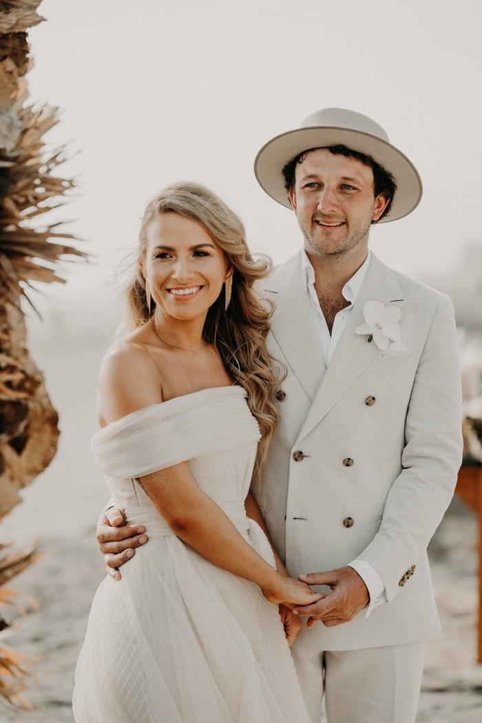 Traje de novio blanco casual fistol novia playa sombrero