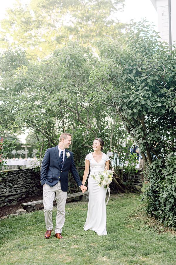 traje de novio combinado navy beige novia flores fistol corbata casual