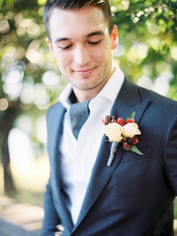 traje negro pañuelo fistol jardín casual