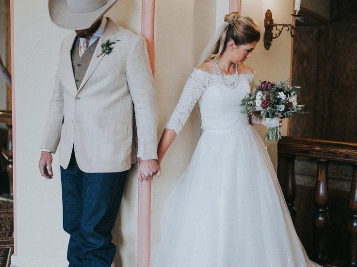 trajes de novio vaquero blanco hotel