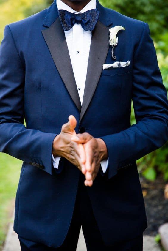 traje de novio azul marino smoking pañuelo